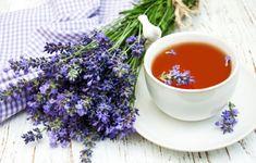 Levandule pomáhá léčit tělo i duši, uklidňuje, dodává energii, osvěžuje, odpuzuje hmyz. Vyrobte si levandulový sirup, cukr nebo upečte sušenky Chamomile Growing, Growing Lavender, Chamomile Tea, Lavender Flowers, Home Remedies For Hair, Natural Home Remedies, Deer Resistant Plants, Natural Sleep Aids, Plant Information