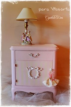 Sweet and romantic night stand for a girl