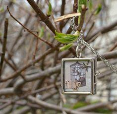 "DIY Necklace  : DIY ""FLY"" Glass Locket"