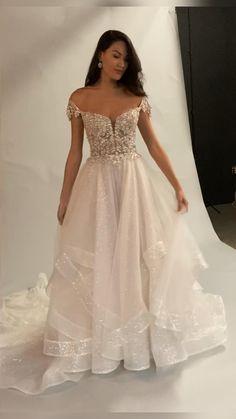 Big Wedding Dresses, Stunning Wedding Dresses, Beautiful Gowns, Wedding Dress Corset, Klienfeld Wedding Dresses, Off Shoulder Wedding Dress, Backless Wedding, Pretty Dresses, Marie