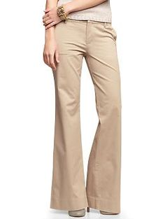 Perfect khaki pants | Gap. Love this look in the khakis, but I have no idea what size I am in pants. Most likely a 4. Don't currently own any khaki pants, only black and one khaki skirt.