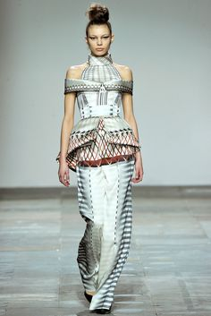 Mary Katrantzou Fall 2012 Ready-to-Wear Fashion Show - Maria Senko
