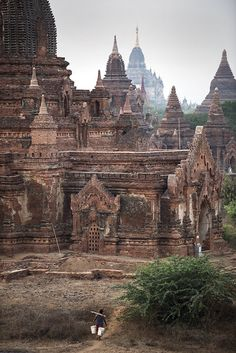 Bagan Pagodas is an ancient Hindu city located in the Mandalay Region of Burma (Myanmar). From the 9th to 13th centuries, the city was home to religion of Hinduism