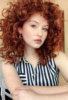Popping in to update on my nearly invisible hair growth! Curly Hair Cuts, Short Curly Hair, Curly Hair Styles, Curly Ginger Hair, Red Hair Woman, Auburn Hair, Grunge Hair, Hair Dos, Pretty Hairstyles
