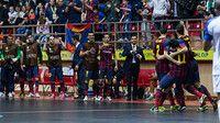 Els jugadors, celebrant la victòria a Bakú. FOTO: G. PARGA - FCB