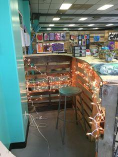 Pallet reception desk. Via Art Outside the Lines Art Studio-Columbus, Ohio.