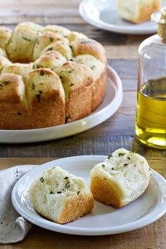 Garlic Parmesan Pull-Apart Bread is the perfect side for your Thanksgiving dinner, or a huge plate of lasagna! Say hello to your new favorite dinner roll recipe!