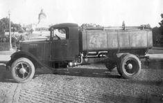 Caminhão irrigador no Museu do Ipiranga, em 1940
