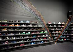 Run Colors trainer store by Mode:lina Architekci Shoe Store Design, Retail Store Design, Retail Shop, Design Commercial, Commercial Interiors, Showroom Interior Design, Modern Interior Design, Sneaker Shop, Counter Design