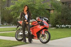 megan-fox-motorcycle-leather-suit-up-for-grabs-11251_1.jpg (1260×840)