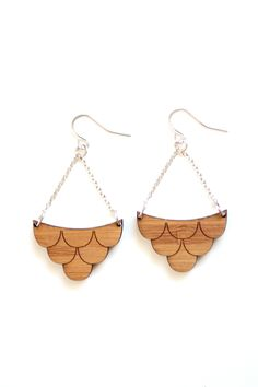 Midcentury Scalloped Pattern Bamboo Wood Earrings by shoprarebird