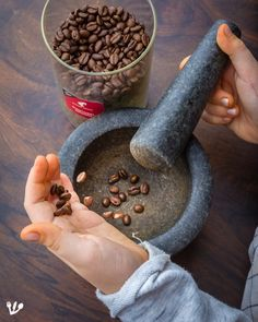 Don't miss out on the cracked coffee beans to sprinkle on the tiramisu! We lightly ground some Julius Meinl Expert Sidamo coffee beans. Oedipus Complex, Cozy Coffee Shop, Famous Desserts, Mortar And Pestle, Coffee Beans, Tiramisu, Dessert Recipes, Cooking, Food