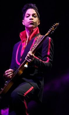 Prince will be honored with an Icon Award during the 2013 Billboard Music Awards.
