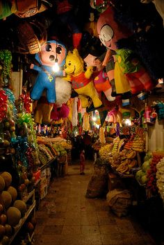 The guardian angels of this Christmas market in Mexico are made of paper and paste.