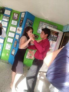 Un aspecto muy particular de practicar un baile, es que a través de el se puede crear una comunidad, socializar.