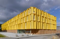 tetrarc wraps hub creatic with trapezoidal shading frames in nantes