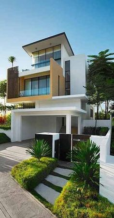 This Modern Home Is Gorgeous From The Outside, Would Love To See The Inside  And How It Is Decorated.