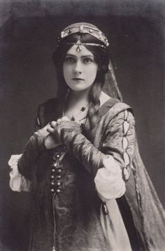 carolathhabsburg:  Miss Lily Brayton, edwardian stage actress. Early 1900s