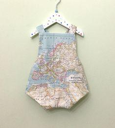 Quiero compartir lo último que he añadido a mi tienda de #etsy: World map baby romper Bebé Unisex Ranita  pelele bebé con estampado mapamundi, mapamundi, Traje bebé mapa del mundo, Mameluk map world