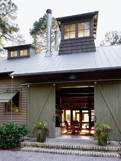 Barn door breezeway, tin roof - Historical Concepts by proteamundi