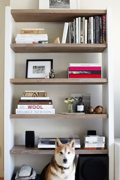 Raw Wood Shelves Built Ins 68 Ideas Timber Shelves, Bookshelf Styling, Bookshelf Design, Raw Wood, Modern Kitchen Design, Wood Colors, Built Ins, Interior Inspiration, Bookshelf Inspiration