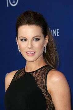 Kate Beckinsale Photos - Actress Kate Beckinsale attends the 18th Costume Designers Guild Awards with Presenting Sponsor LACOSTE at The Beverly Hilton Hotel on February 23, 2016 in Beverly Hills, California. - 18th Costume Designers Guild Awards - Arrivals And Red Carpet
