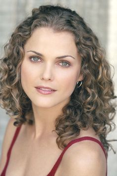 These curly easy hairstyles really are beautiful. Felicity Hair, Keri Russell Hair, Easy Hairstyles, Wedding Hairstyles, Hairstyle Ideas, Ugly Hair, Blonde Curls, Most Beautiful Eyes, Curly Girl