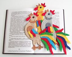 He encontrado este interesante anuncio de Etsy en https://www.etsy.com/es/listing/457762256/123-crochet-pattern-rooster-decor-or