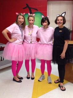 31 Amazing Teacher Halloween Costumes These easy storybook-inspired costumes are perfect for a kindergarten teaching team. To mix it up, adapt the costumes to dress up as the fractured fairy tale The True Story of the Three Little Pigs. Teacher Halloween Costumes Group, Teacher Book Character Costumes, Halloween 2018, Storybook Character Costumes, Book Characters Dress Up, Character Dress Up, Couple Halloween Costumes, Halloween Halloween, Vintage Halloween