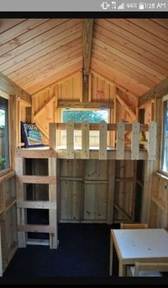 Loft for pallet playhouse - Alles über den Garten Kids Playhouse Plans, Garden Playhouse, Pallet Playhouse, Build A Playhouse, Playhouse Kits, Playhouse Outdoor, Garden Toys, Simple Tree House, Tree House Plans