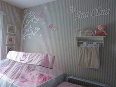 Linda decoração para o quarto da sua princesa. Pode ser colado sobre a parede com tecido, papel de parede ou até mesmo sobre a parede com pintura. Inclui 4 Borboletas, 3 folhas, 1 nome, 01 arvore R$ 280,00