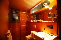 Guest's bathroom at VALDONICA : the #heat effect of warm #colors .