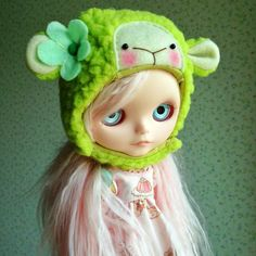 Cute original Lalatroop green sheep helmet for your Blythe.  Used once for photo opportunity. Mint condition.  *Doll is NOT included.