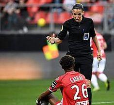 """Stéphanie Frappart, première arbitre de Ligue 1 : """"Elle est sérieuse et juste dans ses décisions"""" Miracle"""