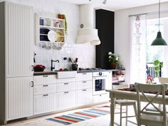IKEA has brought back the traditional kitchen style with METOD. And, we expect IKEA will do the same for its American twin, SEKTION. Ikea Design, Updated Kitchen, New Kitchen, Kitchen Ideas, Nordic Kitchen, Contemporary Kitchen Layouts, Plate Shelves, Ikea Kitchen Cabinets, Kitchen Doors