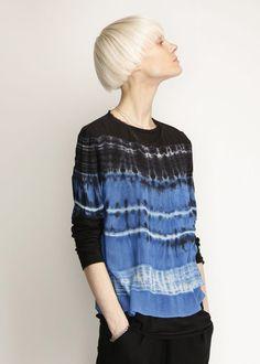 Raquel Allegra Tie Dye Tee (Blue) silk t shirt Tie Dye Tops, Tie Dye Shirts, How To Tie Dye, How To Dye Fabric, Tie Dye Fashion, Shibori Tie Dye, Tie Dye Patterns, Indigo Dye, Blue Tie Dye