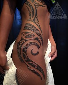 Feminine, delicate , and flowing south Seas style tattooing by Samuel Shaw, Kulture Tattoo Kollective. Kauai, Hawaii