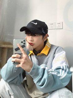 Korean Boys Hot, Korean Boys Ulzzang, Korean Couple, Korean Men, Ulzzang Girl, Korean Girl, Cute Asian Guys, Asian Boys, Asian Men