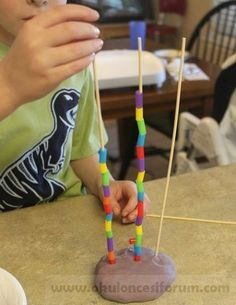Preschool Pattern Towers - playdough, bamboo skewers, straw pieces // Frugal Fun for Boys rainy days activities Motor Skills Activities, Montessori Activities, Preschool Learning, Fine Motor Skills, Early Learning, Toddler Activities, Preschool Activities, Teaching, Math Patterns