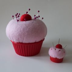 DIY cupcake pincushions - love the little one