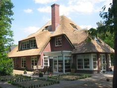 Goldewijk, daar spreekt karakter uit. Cottage, Cabin, House Styles, Home Decor, House, Decoration Home, Room Decor, Cottages, Cabins