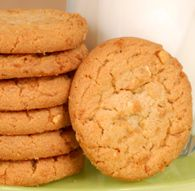 "Rich, soft Peanut Butter Drop Cookies are a year round delight with ""JIFFY"" Baking Mix. Flourless Peanut Butter Cookies, Peanut Butter Cookie Recipe, Cookie Recipes, Bread Recipes, Sugar Free Biscuits, Vegan Biscuits, Jiffy Mix Recipes, Melting Moments Cookies, Best Cookies Ever"