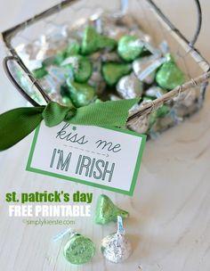 Kiss Me I'm Irish | St Patrick's Day Free Printable | simplykierste.com