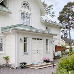 Fasad liggande och stående House Goals, Country Style, Interior Styling, Paint Colors, Porch, Sweet Home, Entryway, Shed, Home And Garden