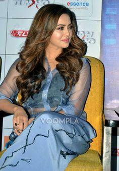 Beautiful Saree, Beautiful Indian Actress, Sana Khan Hot, Bollywood Actress Hot, Stylish Girl Images, Beauty Full, Girls Image, Indian Girls, Curvy Fashion