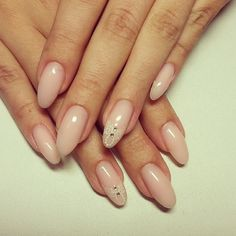 SIMPLE  NATURAL. AMAZE!! Nude Paisley Almond Nail Art