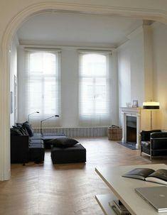 Minimal Chic Interior Design | #opulentmemory #minimalism #classic #parisian #homedecor #modernhome House Styles, Living Room Interior, Home And Living, Home Living Room, Chic Interior Design, Interior Spaces, House Interior, Interior Architecture, Home Deco