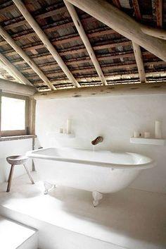 Love the wooden ceiling in this quirky bathroom. Home Design, Interior Design, Design Ideas, Design Hotel, Interior Modern, Bad Inspiration, Bathroom Inspiration, Casa Hotel, Hotel Spa