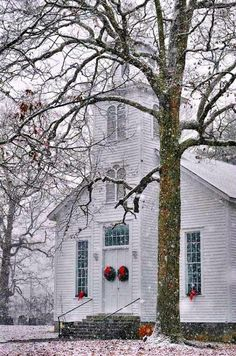 Old Fashioned - Snowy Huntsville Methodist Church built North Carolina Old Country Churches, Old Churches, My Father's House, Church Pictures, Take Me To Church, Cathedral Church, Church Building, Old Fashioned Christmas, Chapelle
