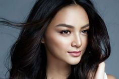 """Two weeks since her interview on """"TV Patrol,"""" Miss International 2016 Kylie Verzosa elaborated on her statement that she is not sad despite not having a love life. Kylie Verzosa, Filipina Beauty, Beach Shoot, Amazing Makeup, First They Came, Beauty Queens, Pretty Face, Best Makeup Products, Asian Beauty"""
